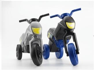 Petite et grande moto en plastique